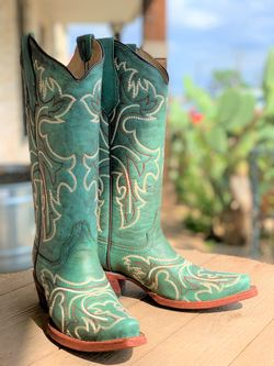 Ladies Corral Turquoise White Embroidery